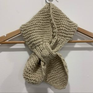Small knit bow scarf beige